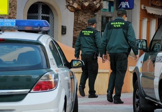 Guardia civil patrulla coronavirus