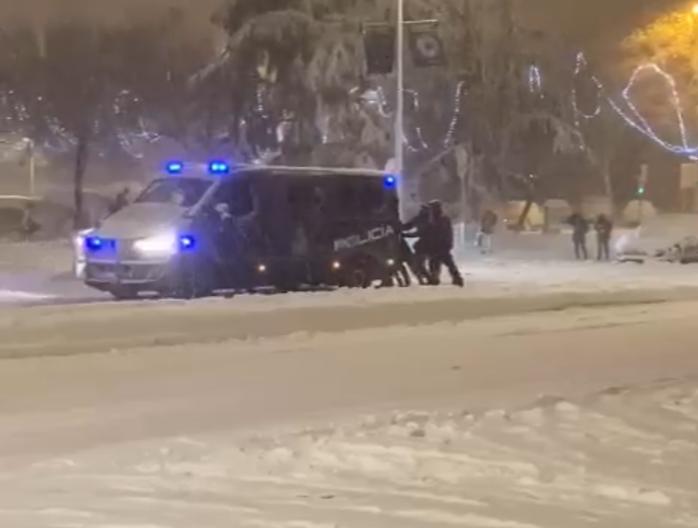 nieva cadenas antidisturbios