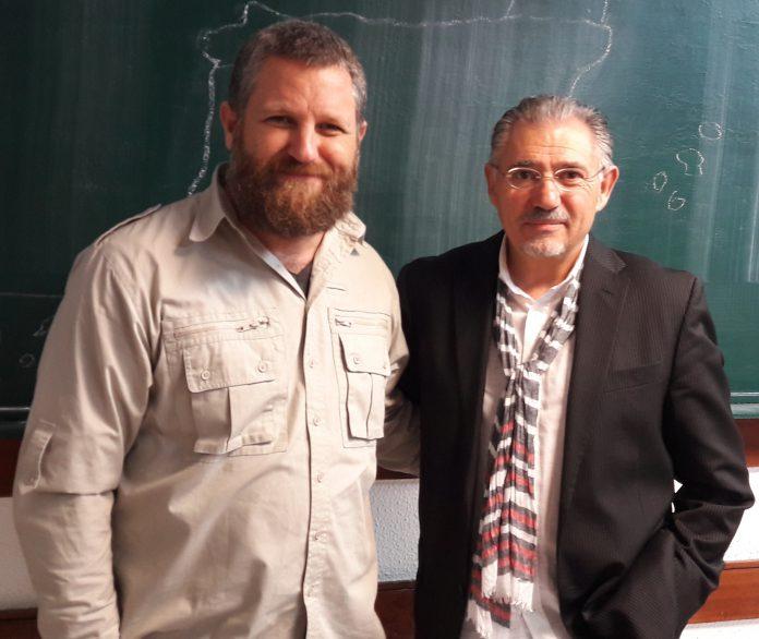 David Beriain, Roberto Fraile y Ricardo Magaz grabando Clandestino 3. Clandestino (233)